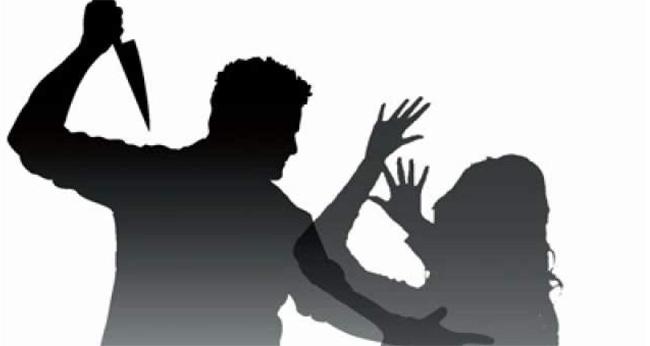 പോലീസിൽ പരാതി നൽകിയതിന് ഭാര്യയെ ഭർത്താവ് കോടാലി കൊണ്ട് വെട്ടി