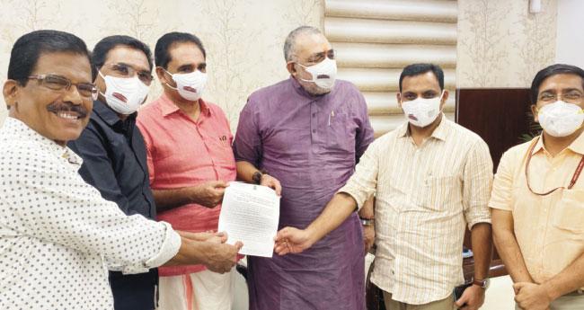റോഡ് വികസനം: എംപിമാർ  കേന്ദ്രമന്ത്രിക്കു നിവേദനം നൽകി