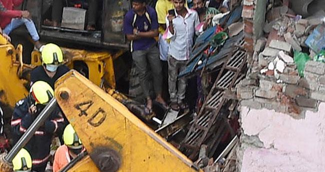 മുംബൈയിൽ ബഹുനിലക്കെട്ടിടം തകർന്ന് 11 മരണം