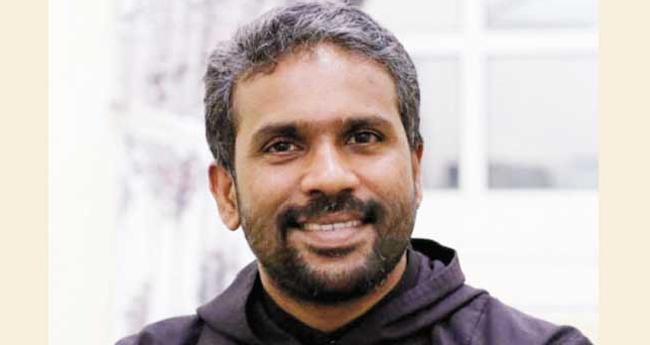 മാർപാപ്പായോടൊപ്പം കുർബാന  അർപ്പിക്കാൻ മലയാളി വൈദികനും